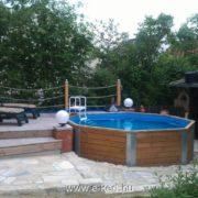 Fából épülő kerti medencék rendelhetők A Wekától.